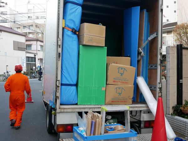 2tロングトラックには3畳分くらいの荷物がぎっしり(引越しラクっとNAVI 中の人の引っ越し)